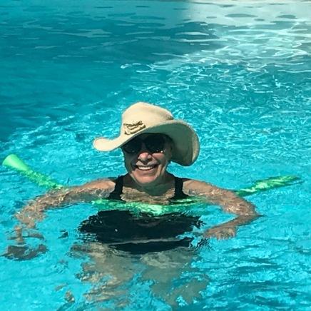 SJ in pool